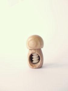 Casca avellanas de madera